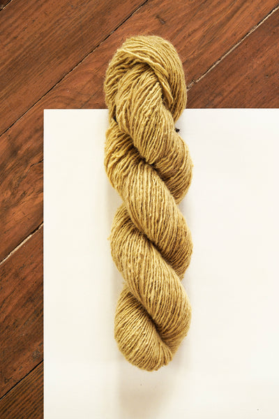 Handspun Sheepwool yarn from the Himalayas naturally dyed with pomegranate. Organic fine wool from the Changthang Plateau in the Himalayas, Ladakh.