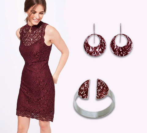 The perfect xmas outfit burgundy dress and matching jewelry | blingtalks