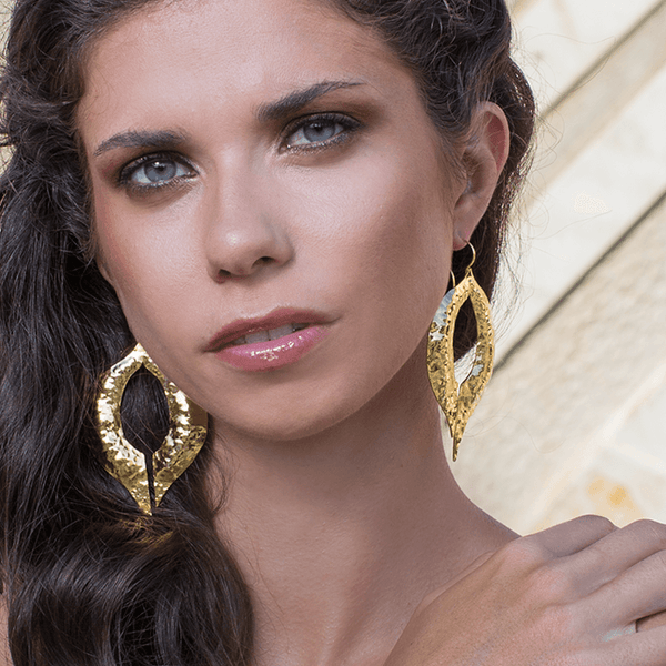Dangle Earrings made of Yellow Gold Plated Sterling Silver named Venus Kiss - photo of jewelry with model