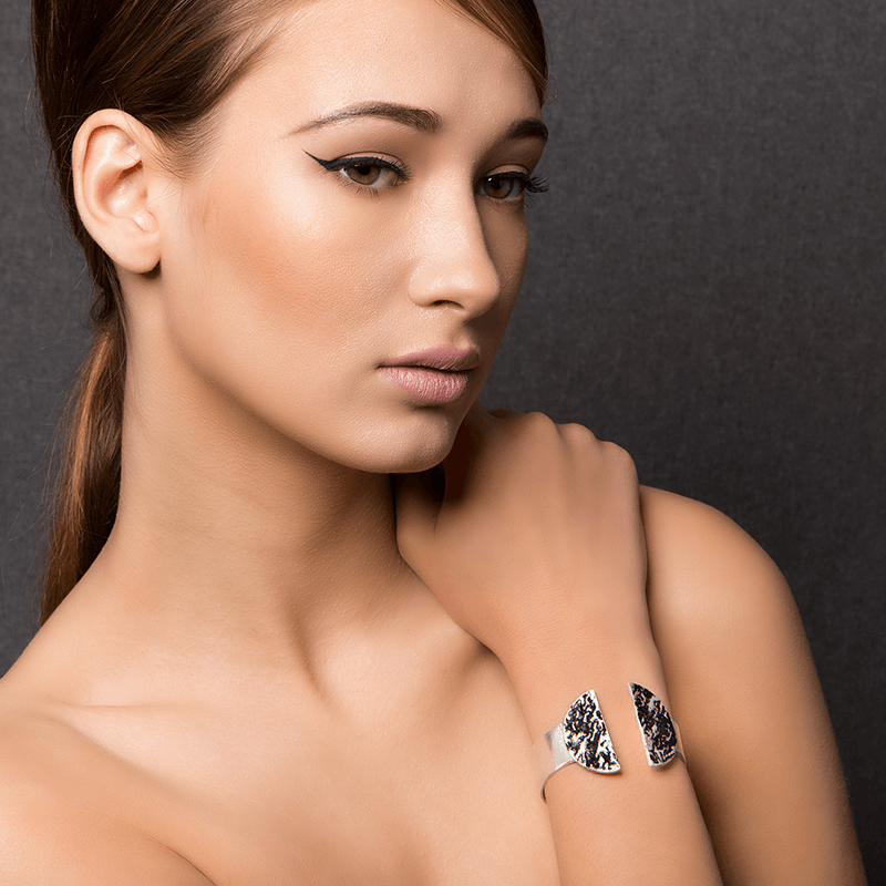 Cuff Bracelet made of Sterling Silver, Black Enamel named Eruption Cold - photo of jewelry with model