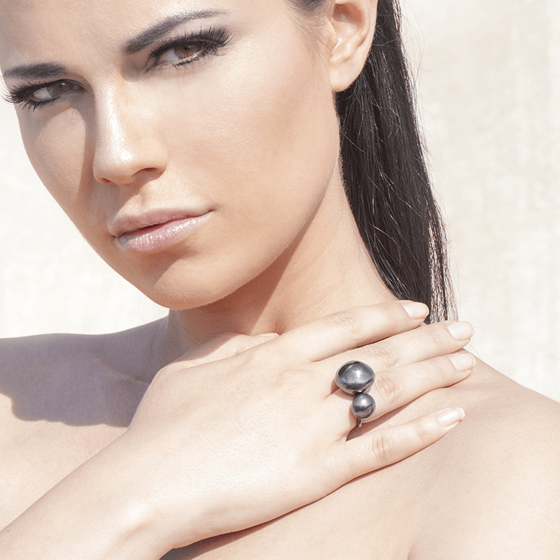 Fashion Ring made of Rhodium Plated Sterling Silver named Earth & Moon Dark - photo of jewelry with model