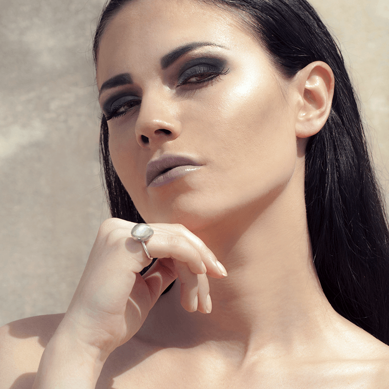 Fashion Ring made of Sterling Silver named Lunarscape Light - photo of jewelry with model