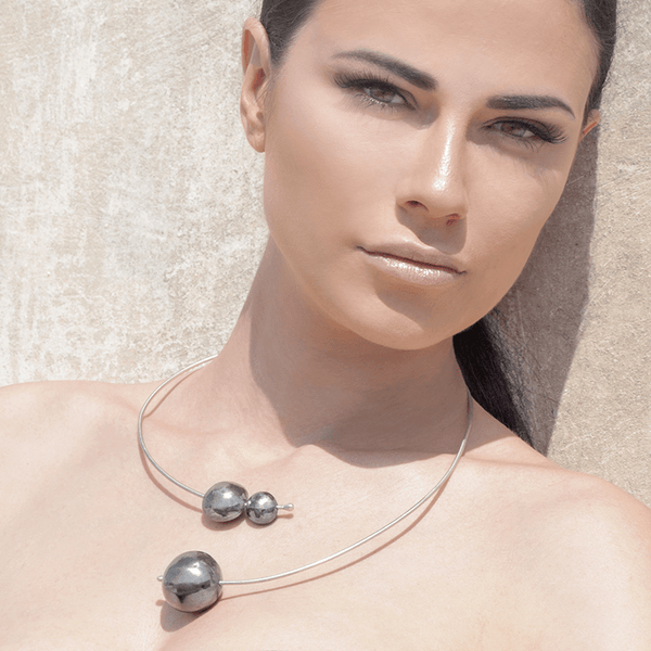 Collar Necklace made of Rhodium Plated Sterling Silver named Planets in Orbit Dark - photo of jewelry with model