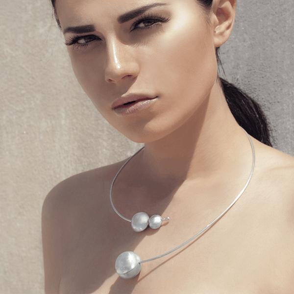 Collar Necklace made of Sterling Silver named Planets in Orbit Light - photo of jewelry with model