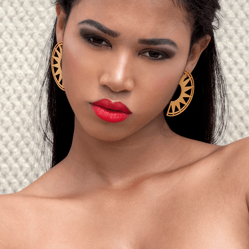 Drop Earrings made of Yellow Gold Plated Sterling Silver named Sol Rise - photo of jewelry with model