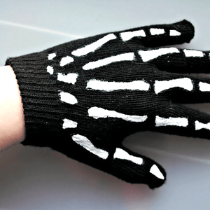 Kids' Winter Skull & Crossbones Knit Beanie and Gloves Set