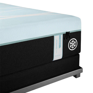 TEMPUR-PROBREEZE° MEDIUM HYBRID MATTRESS CORNER DETAIL