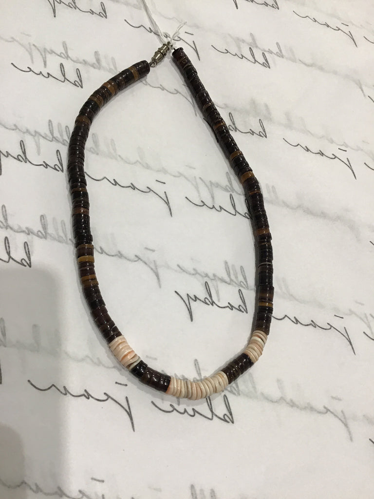 Puka shell 70s necklace