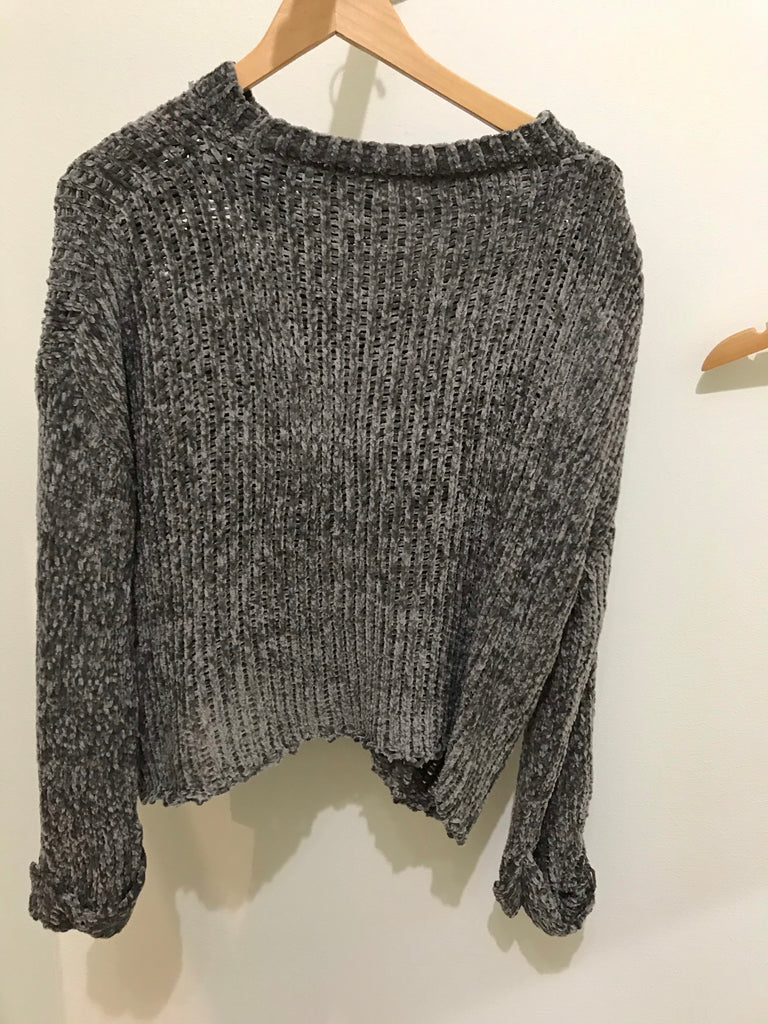 O & O grey sweater