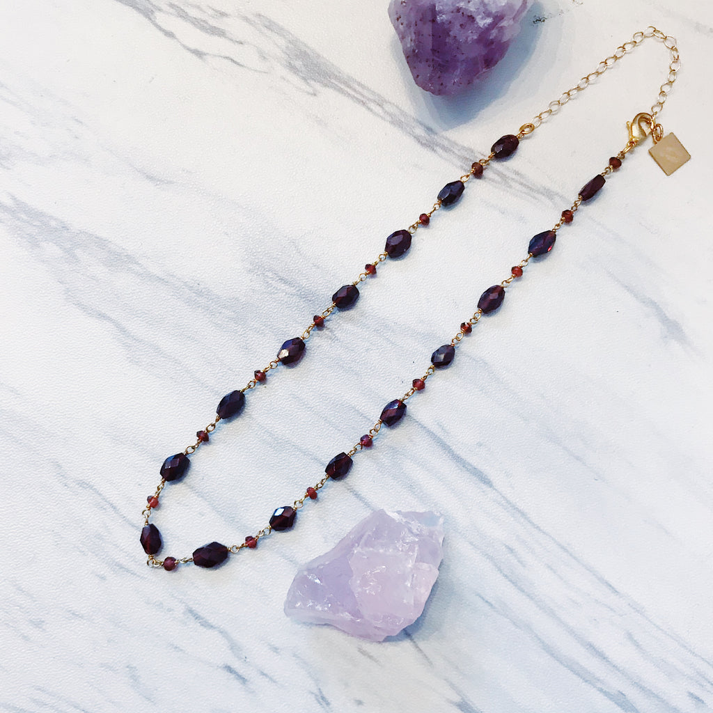 garnet & gold wire choker - Shop trendy womenswear styles on www.downerss.com