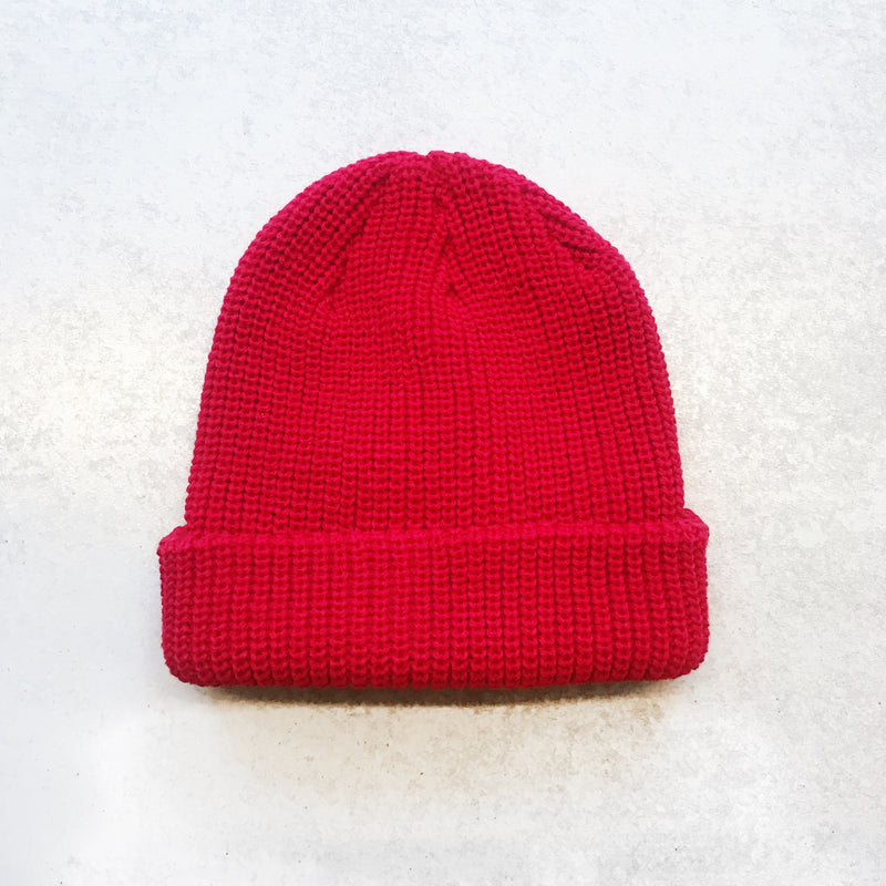 bright red knit beanie - Shop trendy womenswear styles on www.downerss.com