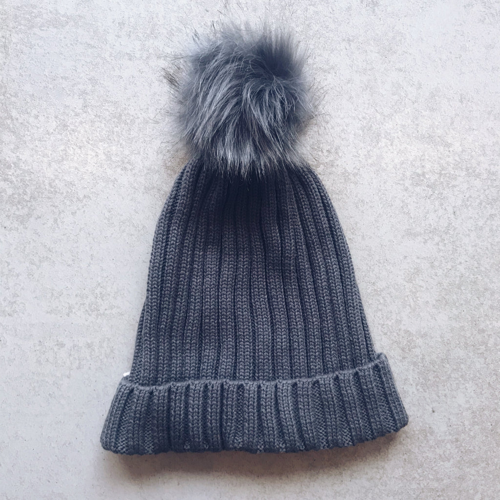 gray knit beanie with fur pom pom - Shop trendy womenswear styles on www.downerss.com