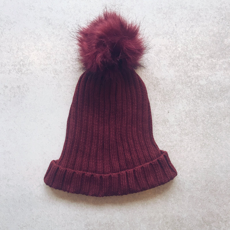 burgundy knit beanie with fur pom pom - Shop trendy womenswear styles on www.downerss.com