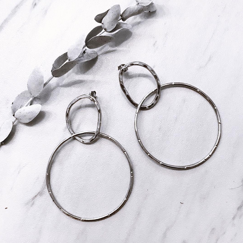 hammered free flow hoops - Shop trendy womenswear styles on www.downerss.com