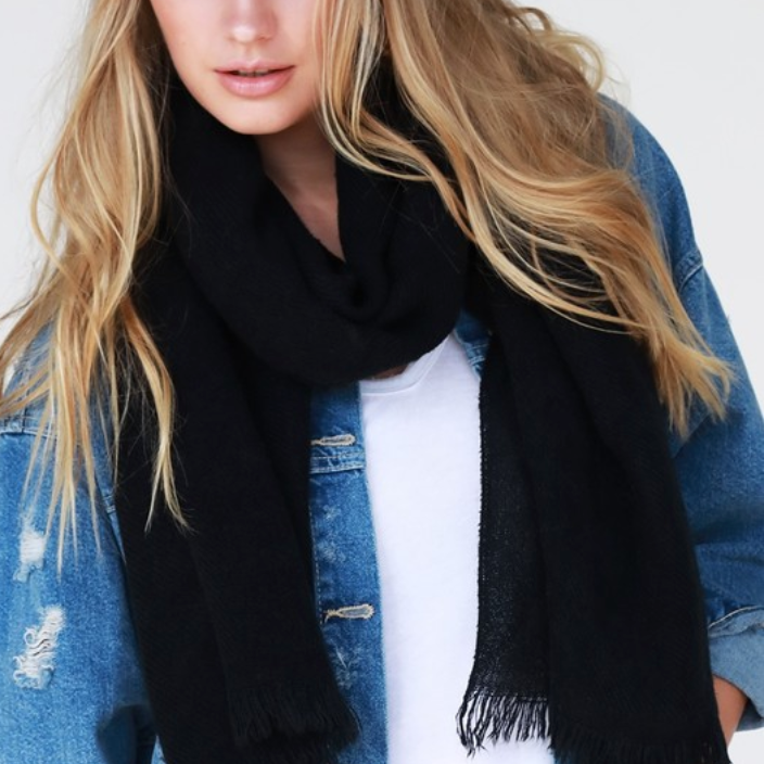 black oblong scarf - Shop trendy womenswear styles on www.downerss.com