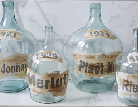 etuHOME Vintage Glass Wine Bottles with Vineyard Logo
