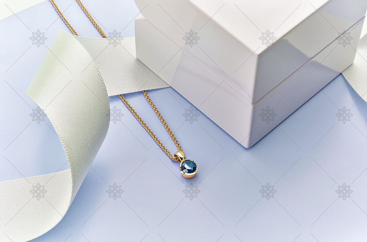 yellow gold and blue sapphire pendant