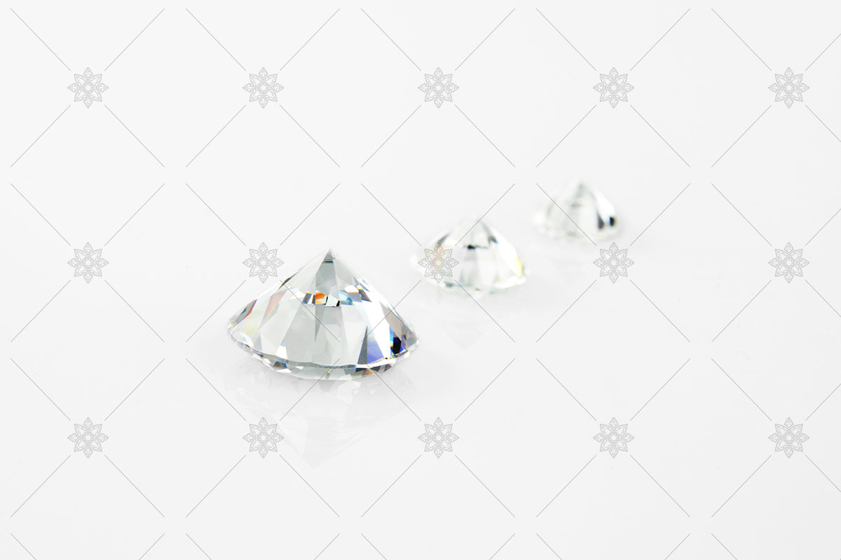 Diamonds in a row - certified GIA round diamonds