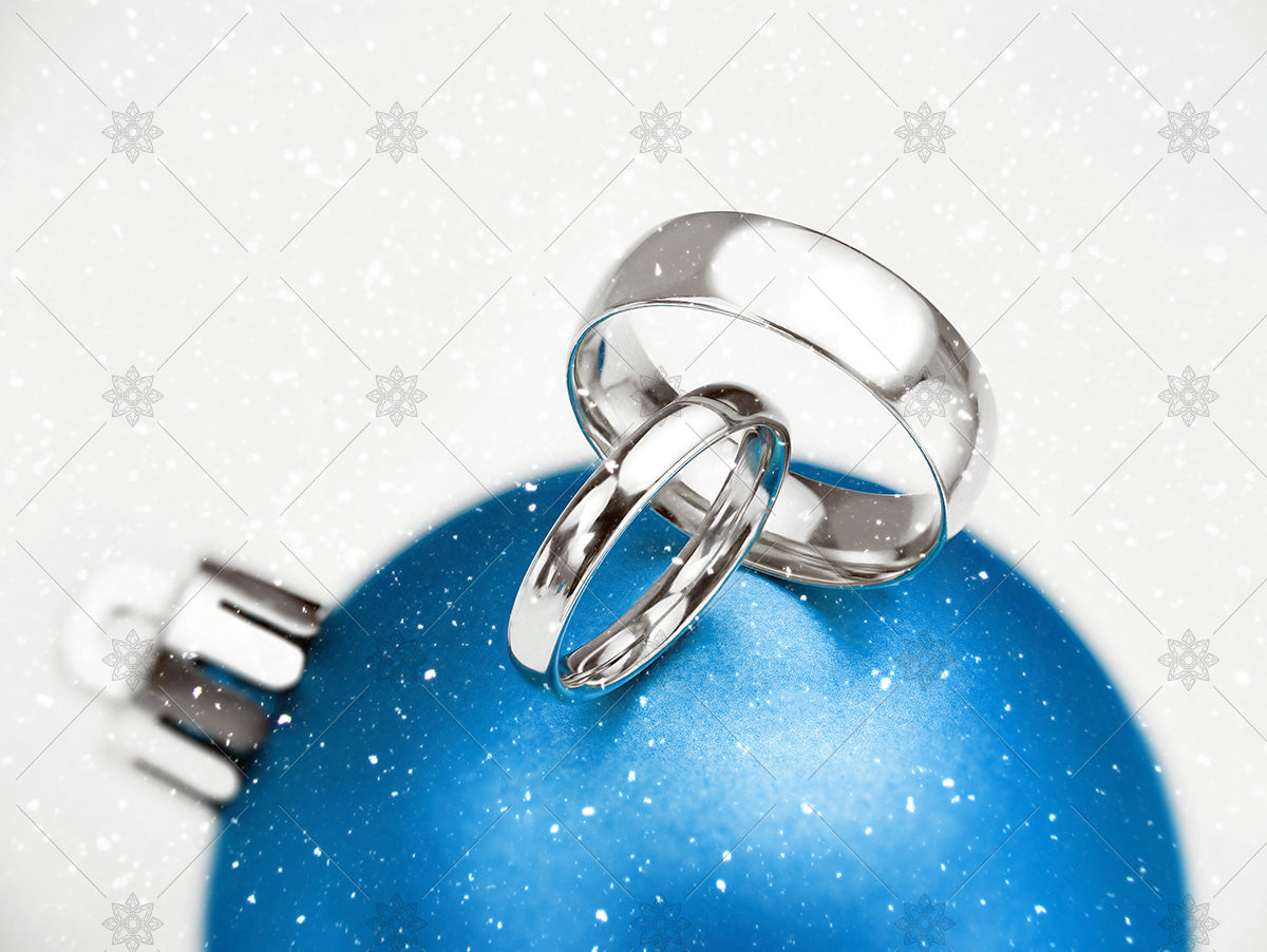 blue wedding rings bauble