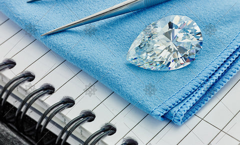 Pear Diamond on Blue cloth  - MJ1041