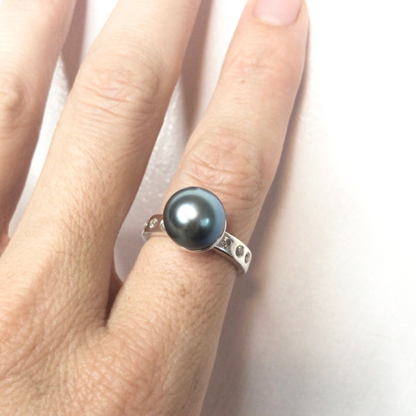 Tahitian Pearl Ring with Topaz Stones
