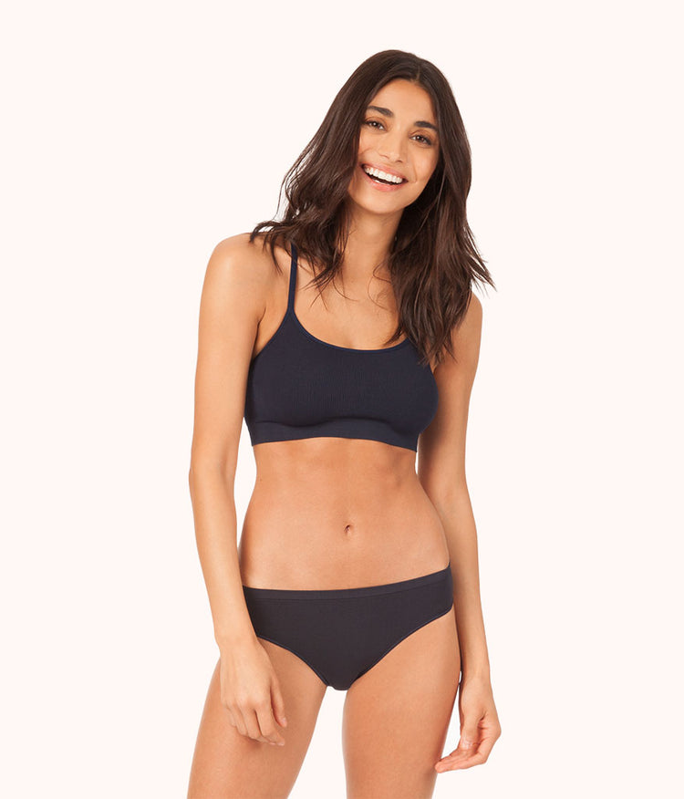 The Seamless Bralette: Navy