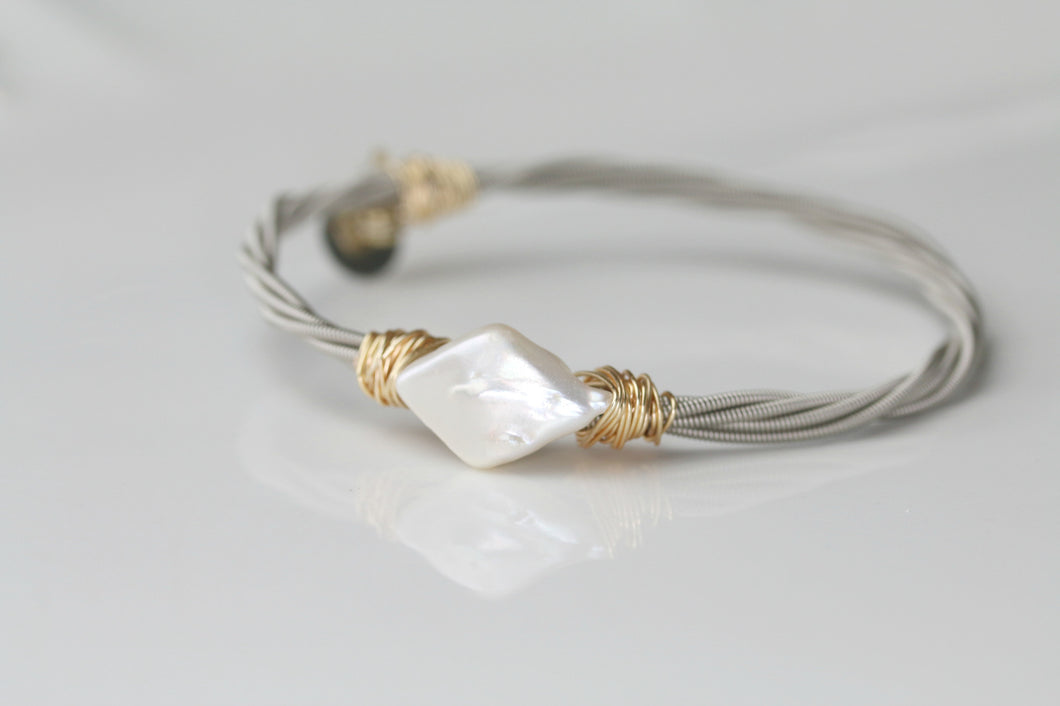Marque Pearl Guitar String Bangle