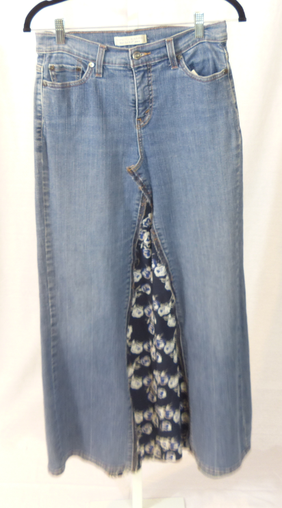Levis 512 w/Dark Blue Insert Skirt