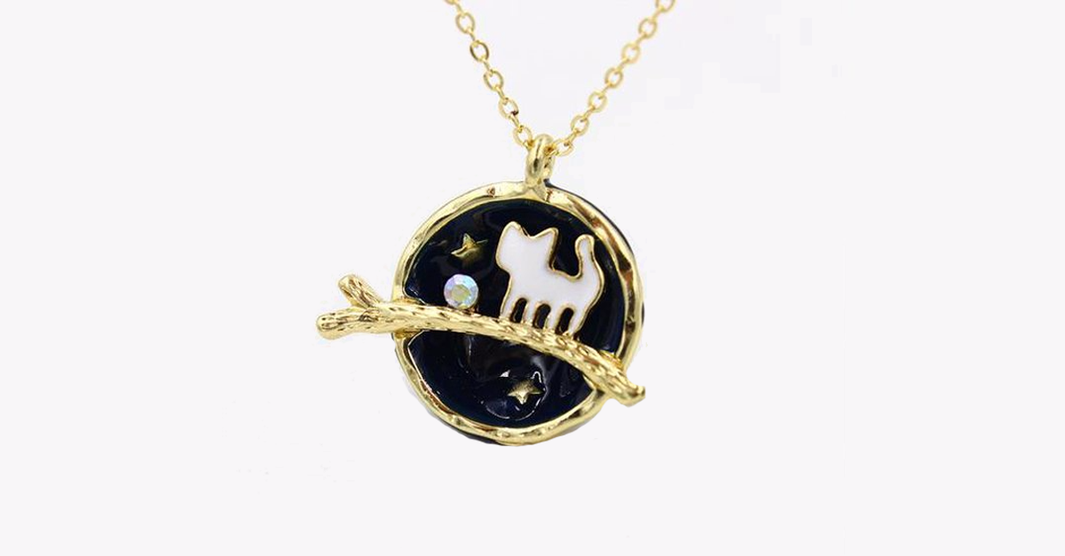 A Cat's Fantasy Necklace