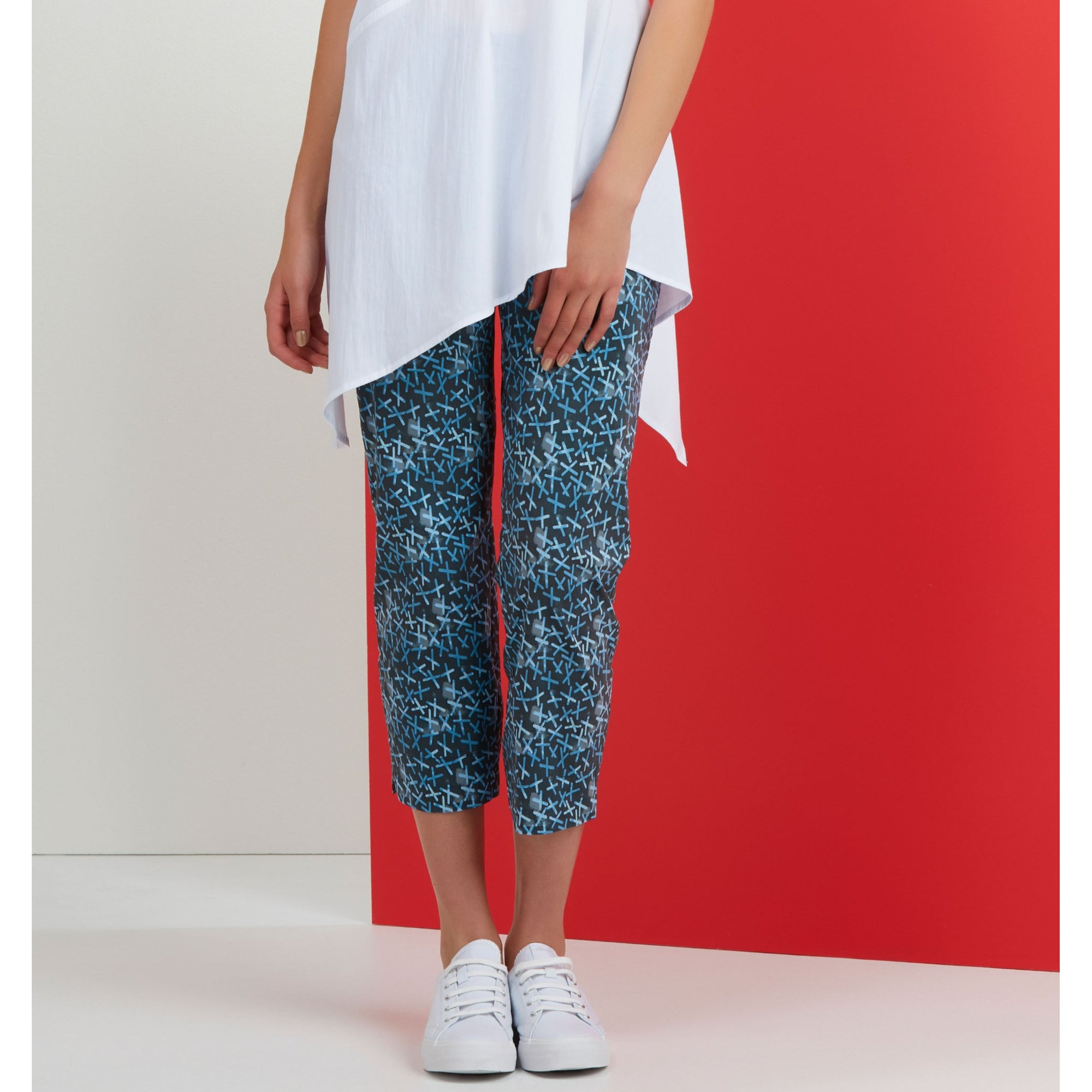 Foil Fuss Free PRINTED Taper Leg 7/8th Capri in Cross Indigo