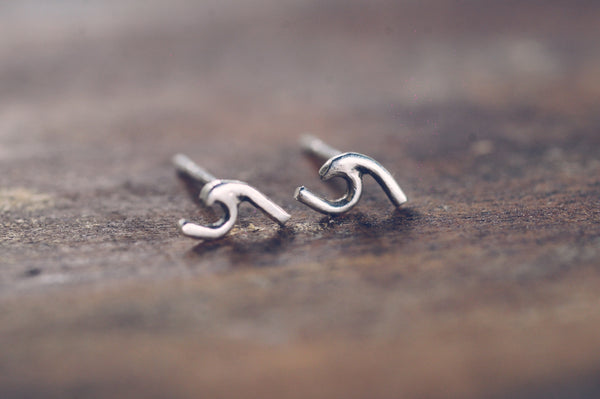 Wave Earring Studs