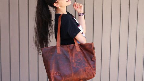 Carmen modelling the Classic Tote in Vintage Brown