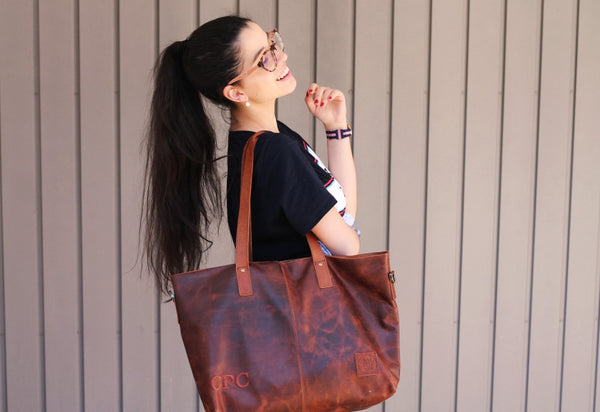 MAHI Leather Classic Tote in Vintage Brown - Female Model