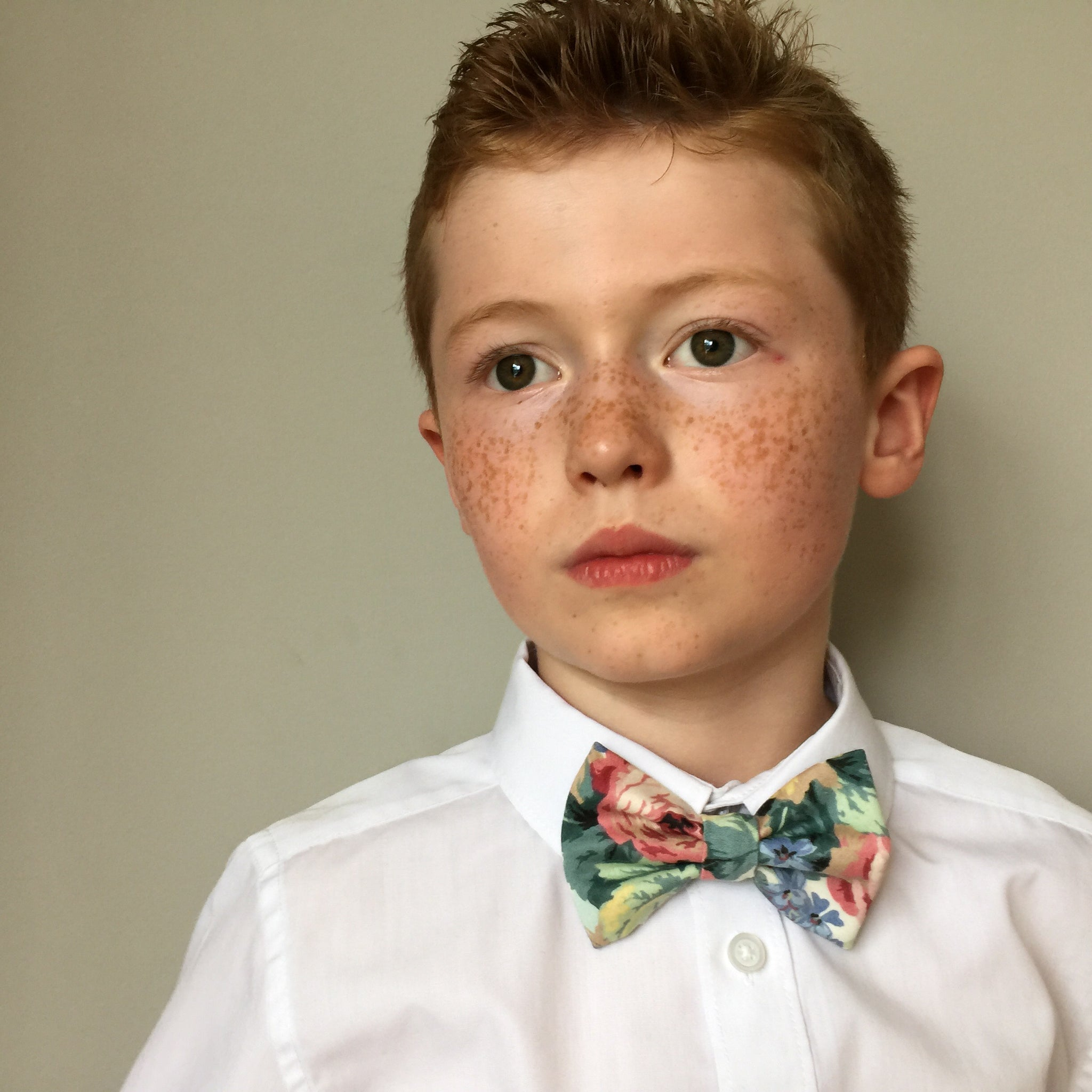 Boys floral bow tie, boys bow tie, mens bow tie, bow ties made to order, pageboy bow tie, groom bowtie - chaucer