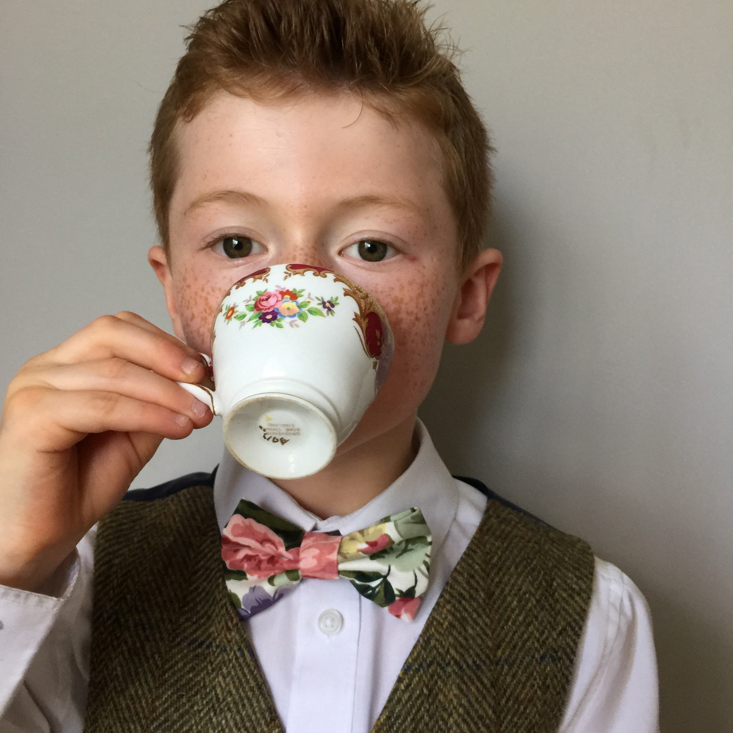 Boys bow tie in a traditional floral printed cotton 'Blake'