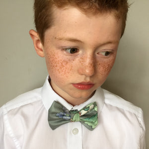 Boys bow tie made in a light grey based floral print 'Yeats'