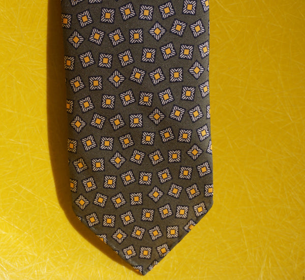 Drake's yellow pattern tie