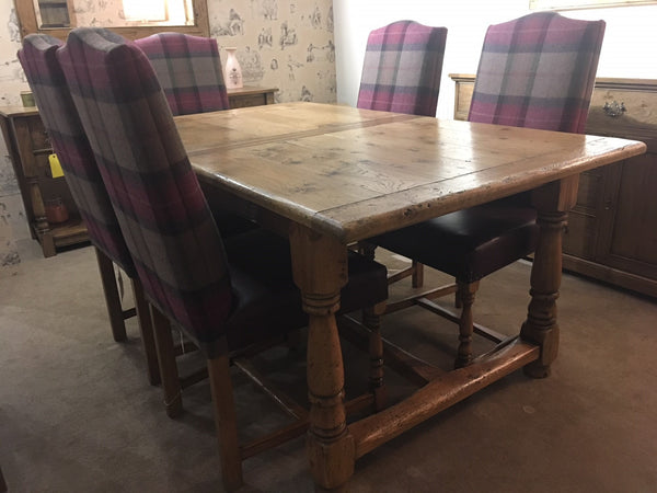 Ex-Display Clifford Extending Dining Table