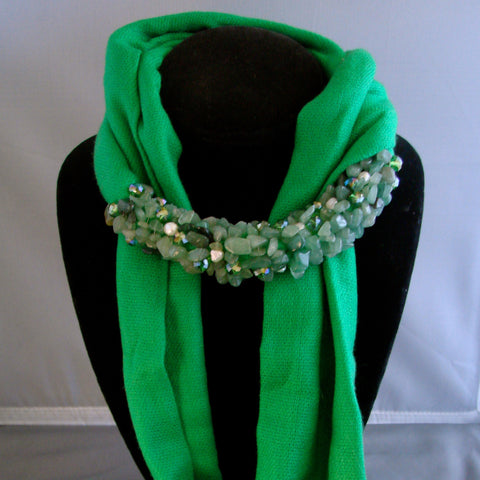 Green scarf with pearls