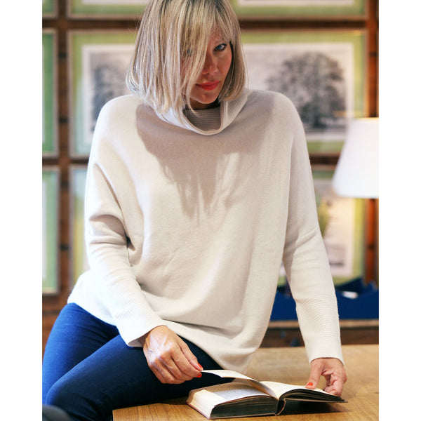 The Cashmere Sweatshirt Roll Neck - Kitted in Cashmere