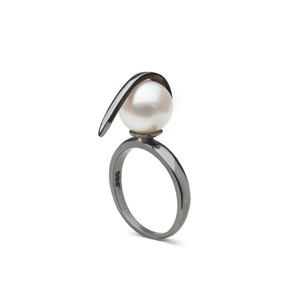Curved Spike Freshwater Pearl Ring in Black Rhodium