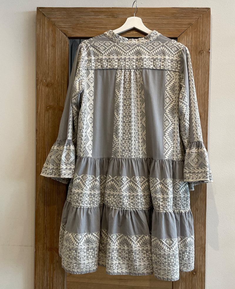 SHORT EMBROIDERED DRESS GREY/CREAM