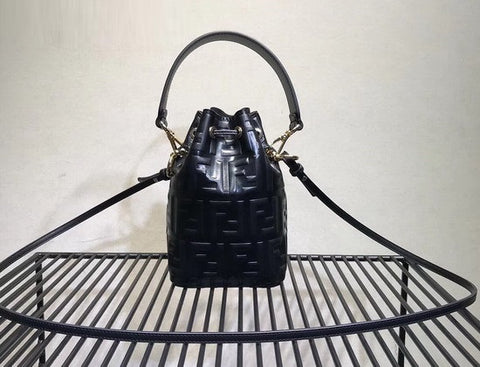 Bolsa Fendi Mini Mon Tresor Bucket