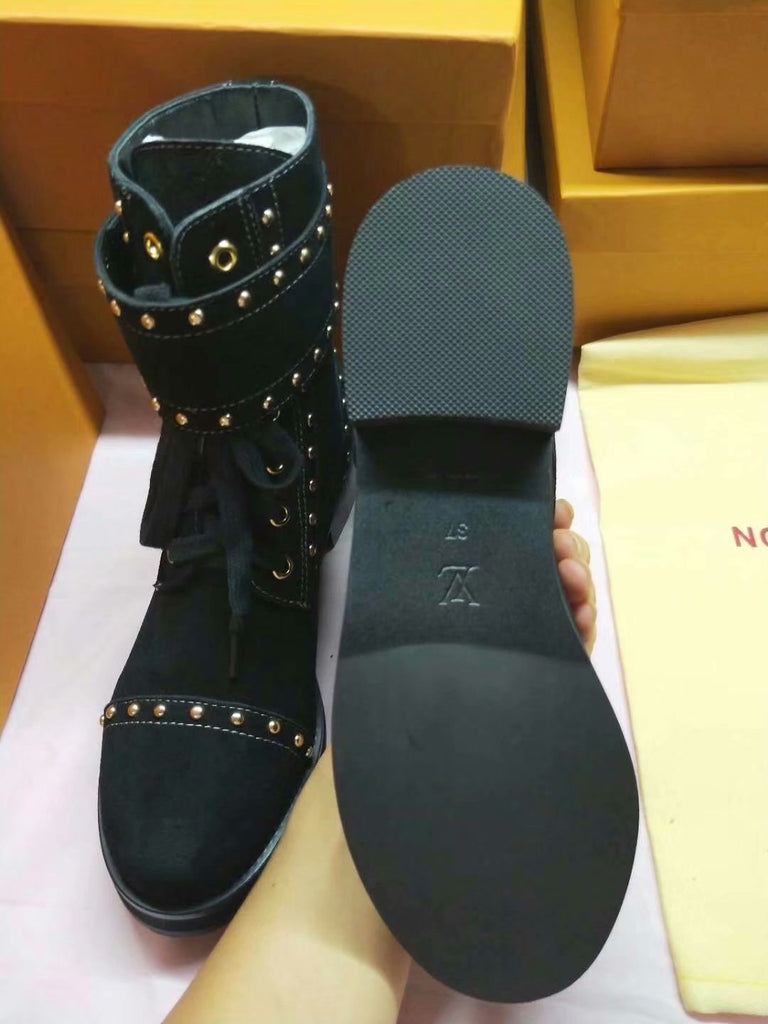 Bota Wonderland Tachas Louis Vuitton - Loja Must Have