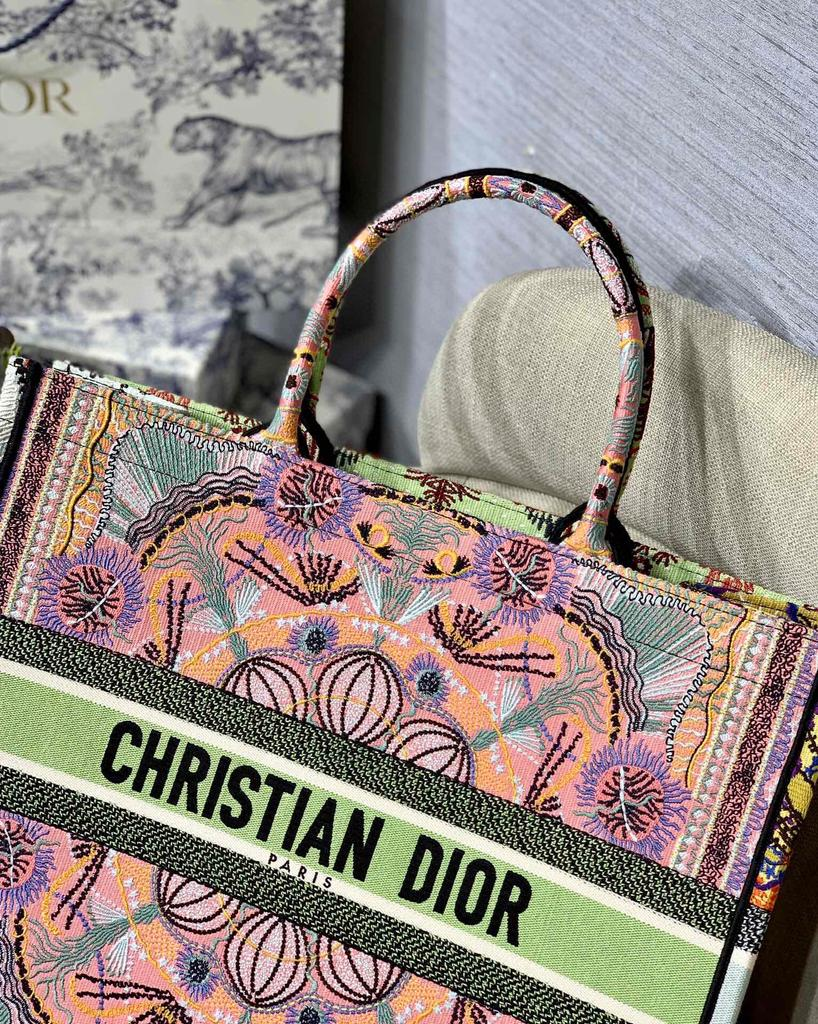 Bolsa Christian Dior In Lights Book Tote Bordada Multicolorida