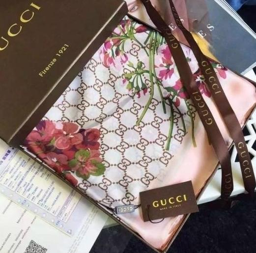 Lenço Bloom Monogram Gucci - Loja Must Have