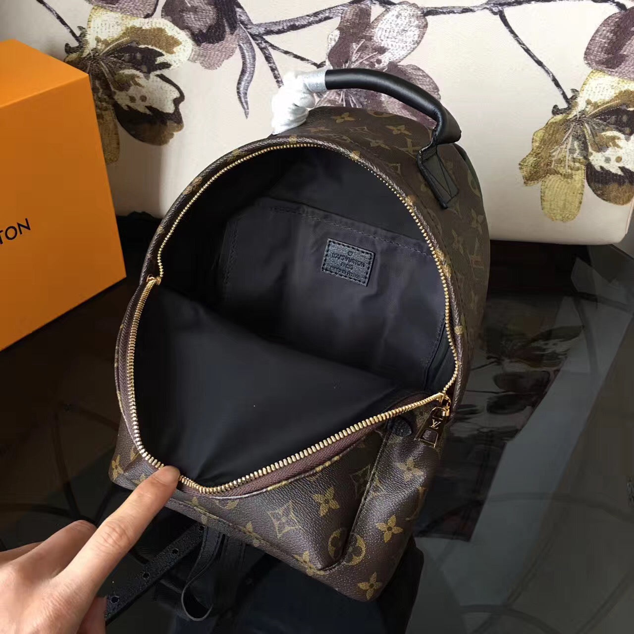 Mochila Louis Vuitton Palm Springs - Loja Must Have
