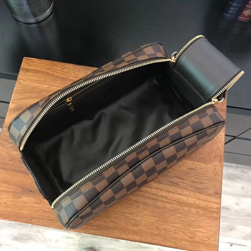 Necessaire Trousse Toilette King Size Louis Vuitton - Loja Must Have