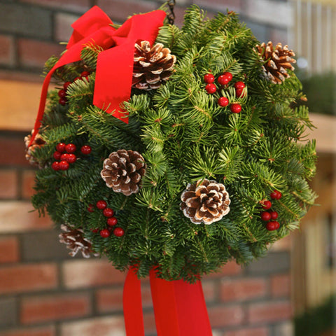 Christmas Classic Small Round Centerpiece