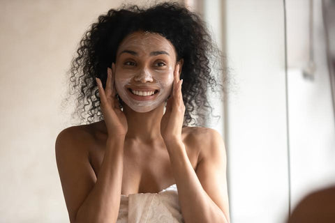 ic: woman with  face mask pregnancy, prenatal facial | The Spoiled Mama safe pregnancy skincare